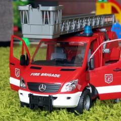 Test wozu strażackiego Bruder Mercedes Sprinter (02532) – moje opinie