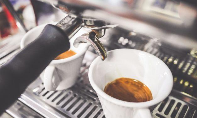 Ile kosztuje kawa? Czyli o tym, czy warto kupić ekspres do kawy