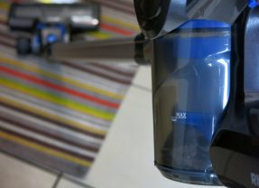 Bezprzewodowe odkurzacze pionowe – co trzeba wiedzieć? Poradnik