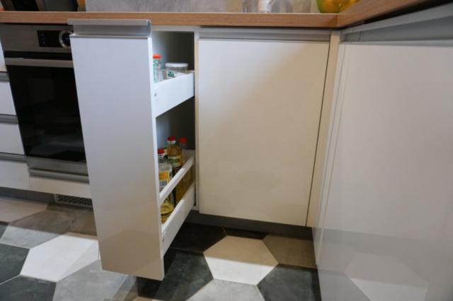 wąskie cargo przy kuchence