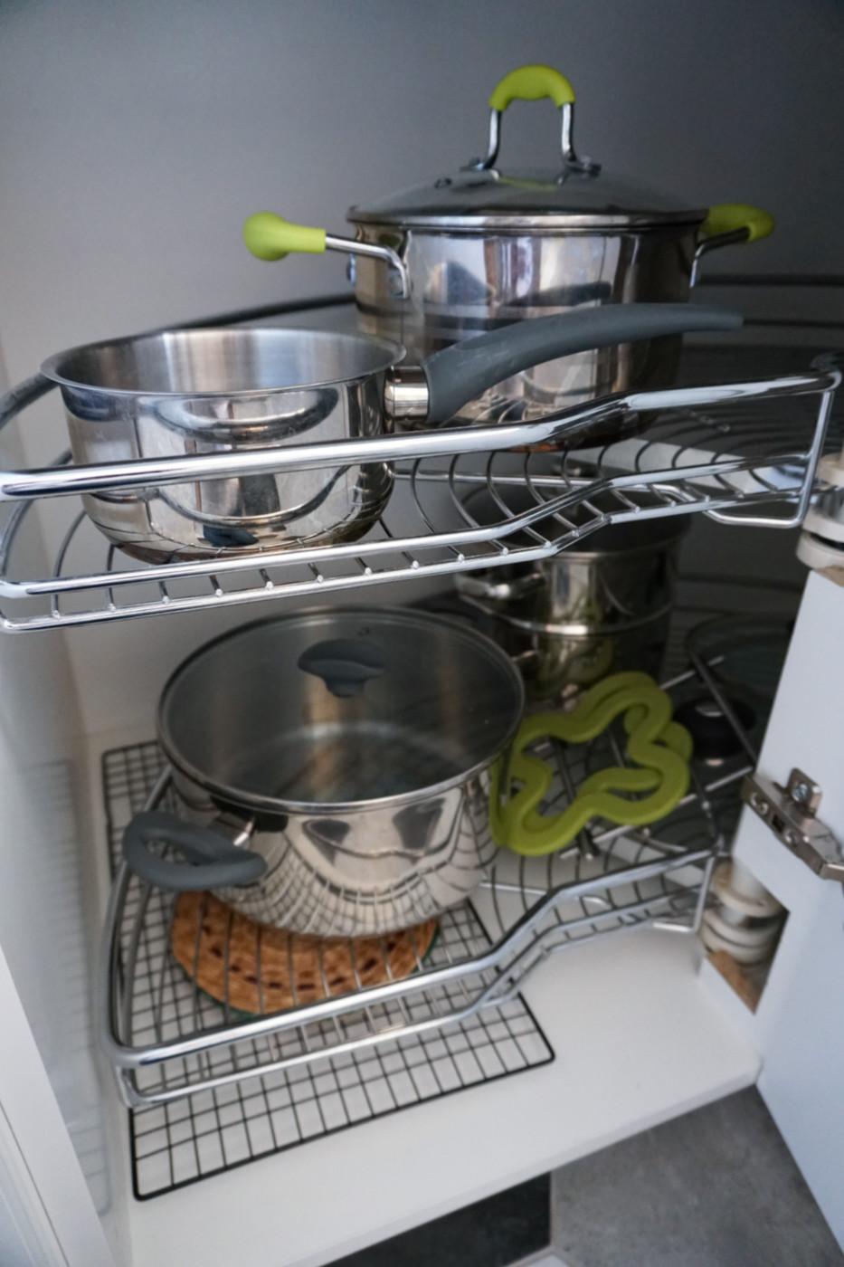 obrotnica w szafce kuchennej