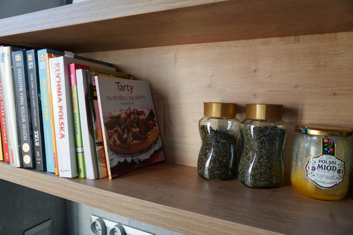 półka w kuchni